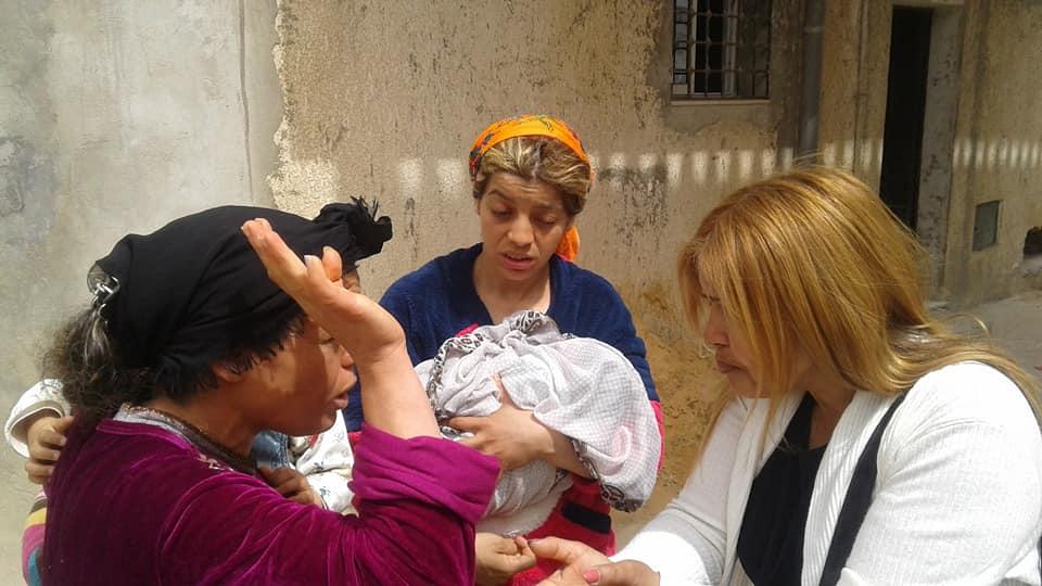 رئيسة قائمة حركة مشروع تونس بالدندان بسمة السليتي تستمع لمشاغل أهالي الدندان