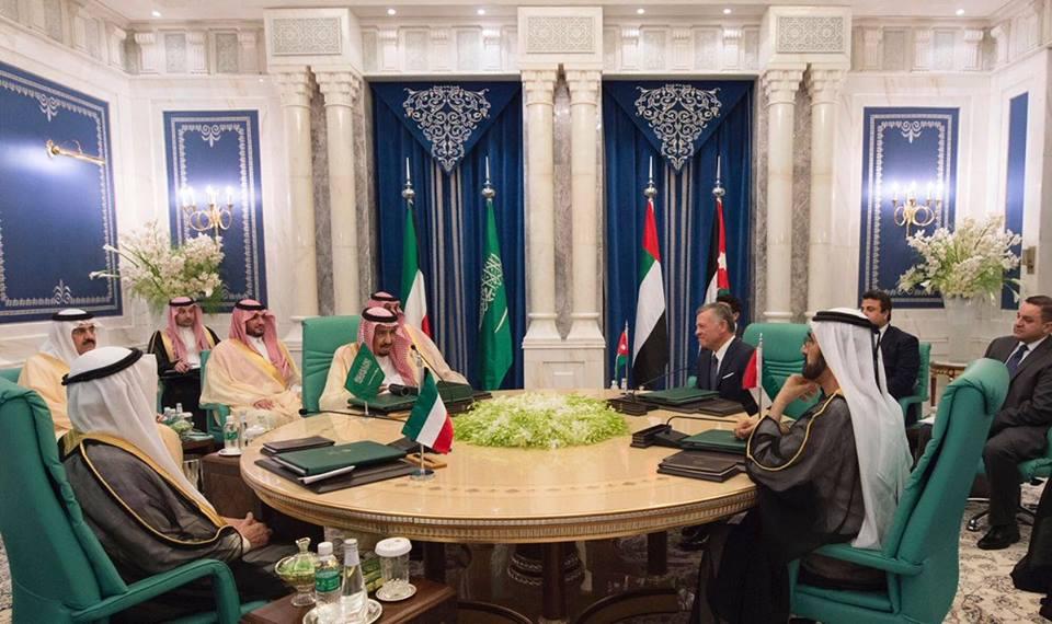 رئيس الدولة يشيد بقمة مكة المكرمة لما تمثله من تجسيد حيّ للتضامن والتآزر العربي