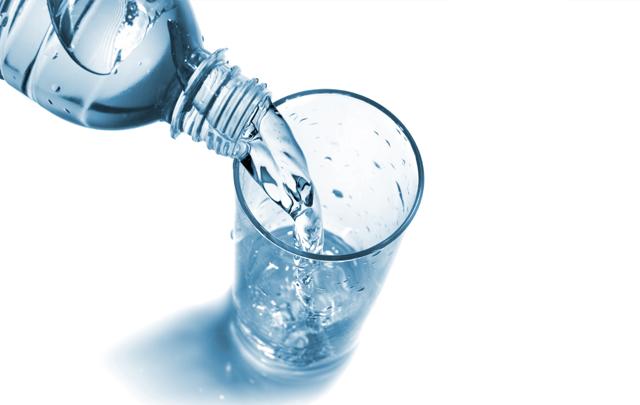 تنبيه من خطورة استعمال المياه المعلبة المروجة تحت العلامة التجارية '' Aqua pur''