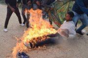 محاولة انتحار جماعي بحاجب العيون..شباب تونس يحترق بنيران الفقر والبطالة