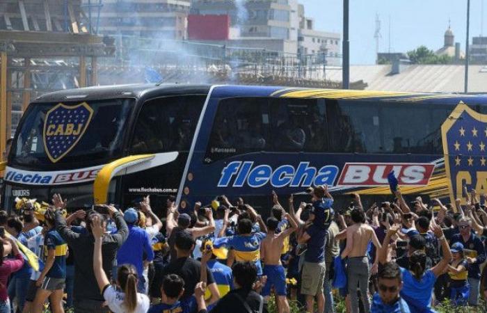نادي بوكاجونيورز الأرجنتيني يصل الى مدريد وسط حراسة أمنية مشددة