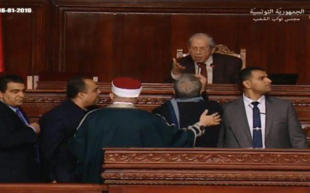 شكاية جزائية ضد النائب نزار عمامي لسبه الجلالة تحت قبة البرلمان