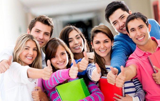 لطلبة الجامعات الراغبين في الحصول على منح دراسية في الصين