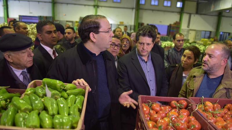 الشاهد يؤدي زيارة فجر اليوم لسوق الجملة للخضر والغلال بالمكنين لمتابعة الأسعار
