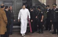 رد علاء مبارك على شخص طالبه بالاعتذار للمصريين عن فترة حكم والده