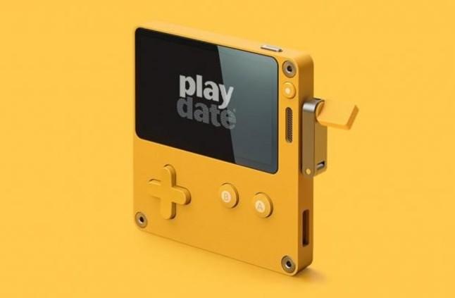 Playdate تصميم الجهاز على تقنية نظام الماك