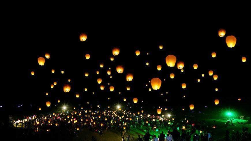 مهرجان حلمة: فوانيس مضيئة تحلق في سماء مدينة طبرقة