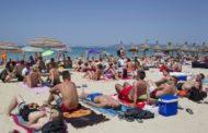 تدفق ألاف السياح الجزائريين إلى تونس