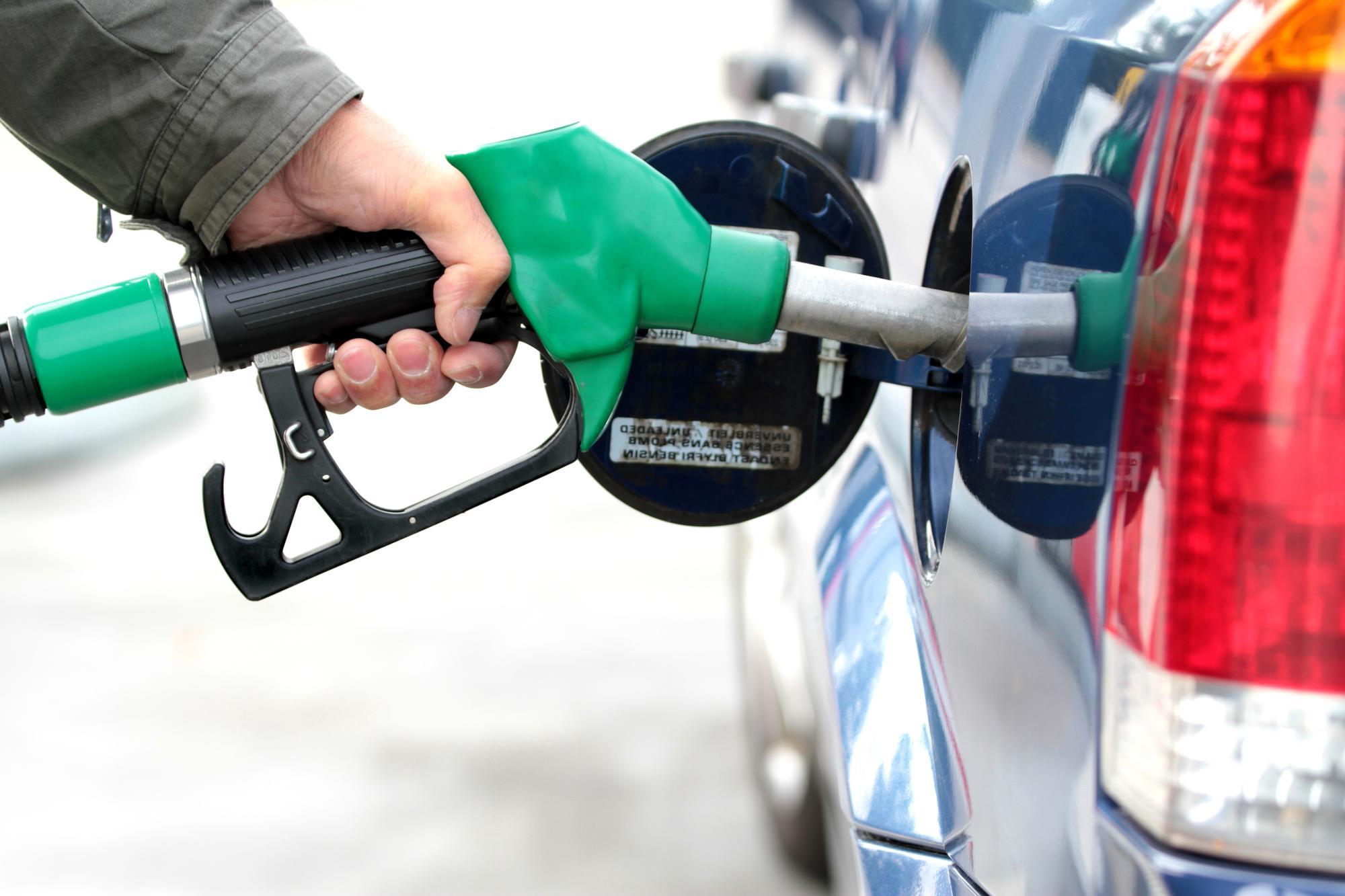 هل يجب اطفاء محرك السيارة في محطة الوقود؟