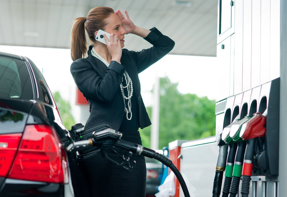 هل يمكنك استخدام هاتفك في محطات الوقود؟