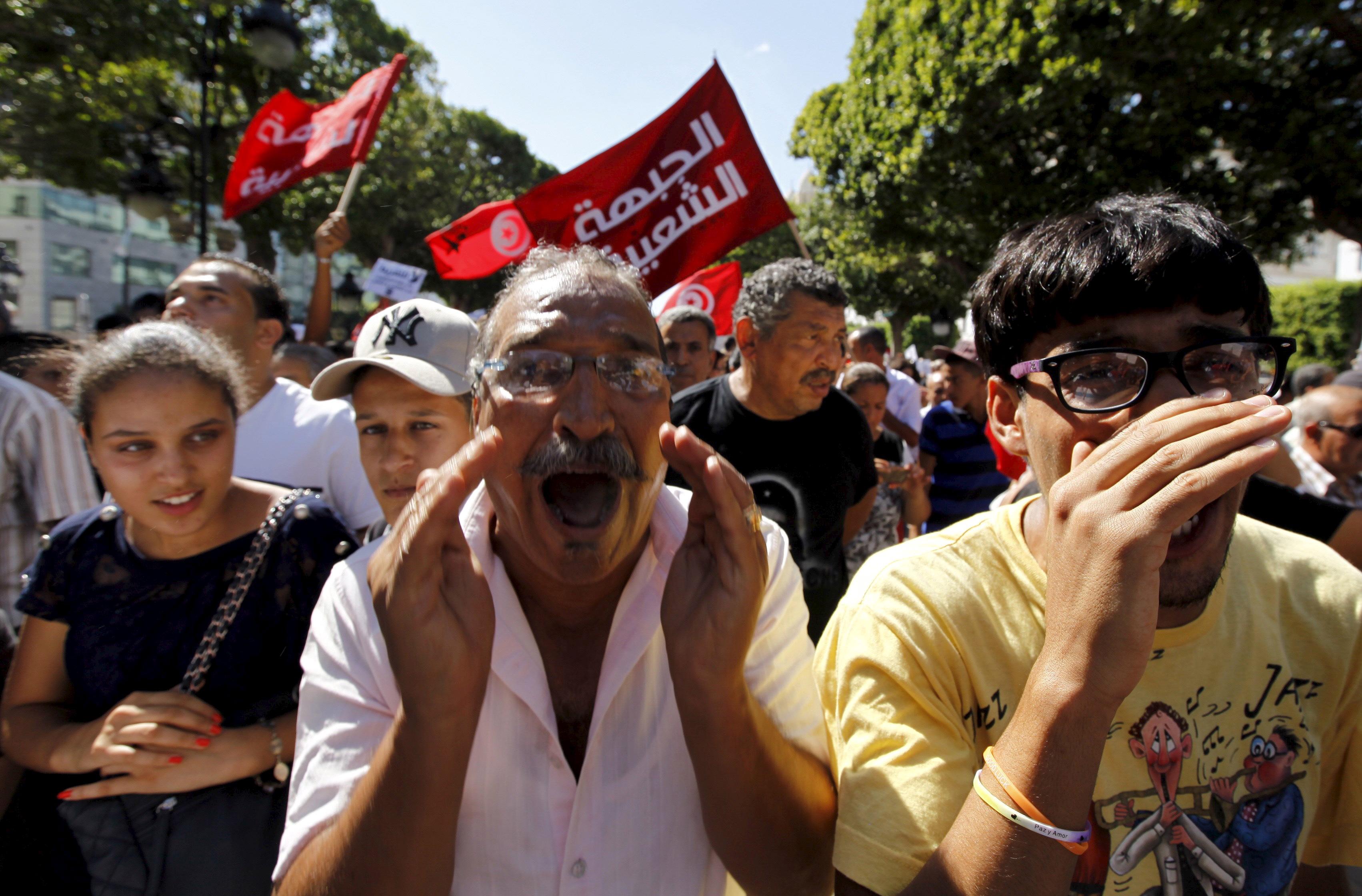 تصاعد وتيرة الإحتجاجات وإتهامات بالتزوير تطال هيئة الإنتخابات..والتوتر سيتواصل لــ 6 أشهر مقبلة