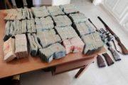 خلال مداهمة منزل بالقيروان: حجز أسلحة وأموال طائلة
