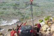 سقوط سيارة معتمدة بالبحر