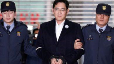 صورة الملياردير وريث شركة سامسونغ يعود للسجن بعد تورطه في فضيحة فساد عام2016