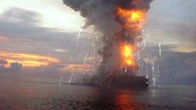 صورة إنفجار على متن سفينة شحن إسرائيلية في خليج سلطنة عمان