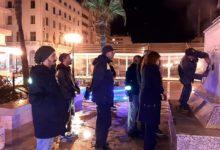 صورة بحضور شيخة المدينة: أعوان بلدية تونس يقومون بتنظيف آثار تشويه ساحة إبن خلدون