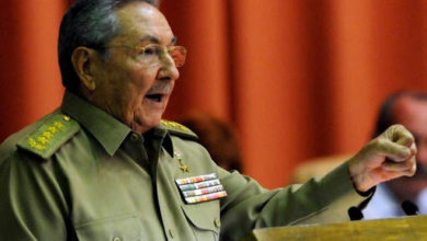صورة راؤول كاسترو يتخلى عن قيادة الحزب الشيوعي