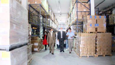 صورة وزير الصحة يزور مقر الصيدلية المركزية ويأذن بإحداث خلية لمتابعة إستمراريّة التزوّد بالأدوية تحسبا لكل الطوارئ