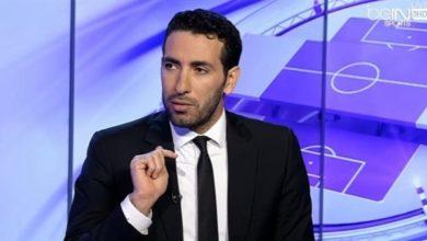 """صورة تعاطفا مع مشجع.. جدل حول انسحاب """"أبو تريكة"""" من استديو تحليلي"""