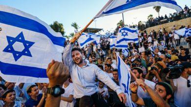 صورة صحيفة عبرية تكشف عن دولة عربية تسعى لإقامة علاقات مع إسرائيل